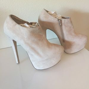 Beige -suede -ankle boots